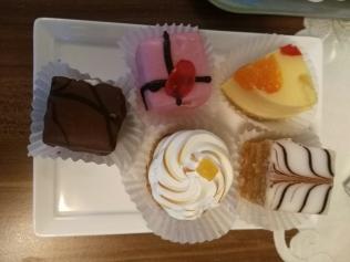 """Une assiette de """"petits fours"""" chez Hanauer - 12/18 - photo JYR"""